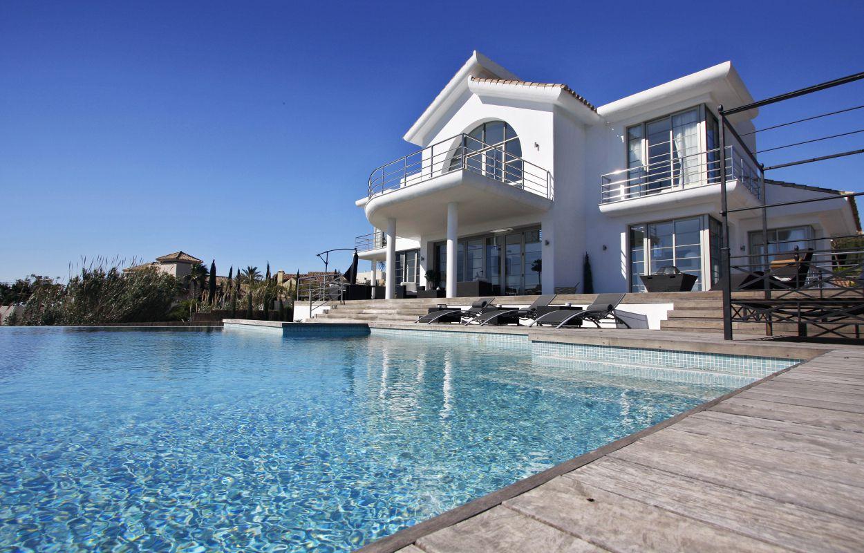 Дома возле моря на продажу с фото релігійна