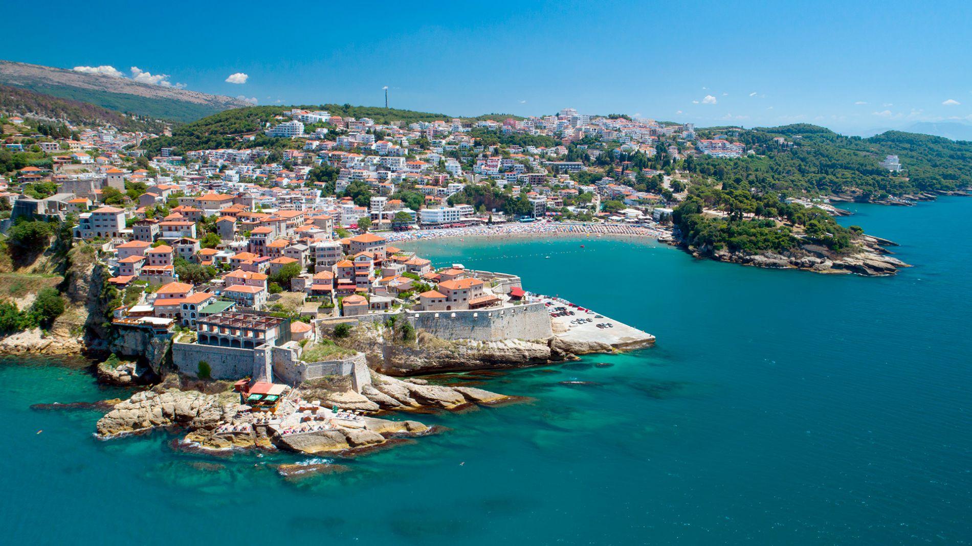 Самый южный город Черногории, Улцинь в древности был центром работорговли и пиратства