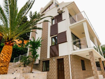 Villa Krasici, first line of the sea, 5 bedrooms, пл.: 245/245м2, to the sea/ocean/bay, furnished, balkony, terrace, garage, airconditioner, newbuilding, elite