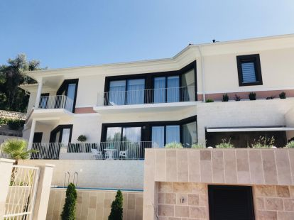 Villa Tivat, 3 bedrooms, пл.: 240/230м2, to the sea/ocean/bay, furnished, terrace, airconditioner, communal pool, secondary market, elite