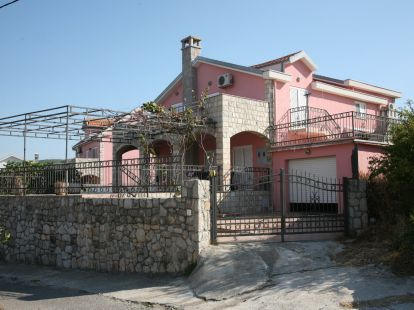 Villa Tivat, 4 bedrooms, пл.: 300м2, to the mountains, furnished, terrace, garage, airconditioner, secondary market, elite